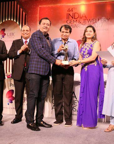 Mr Dinesh Lakhani, Director - Kiran Gems, receiving award for Highest Turnover Cut & Polished Diamonds