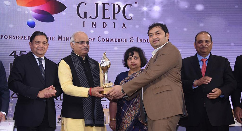 Director Rajesh Lakhani Receiving the Award for Highest Taxpayer Company